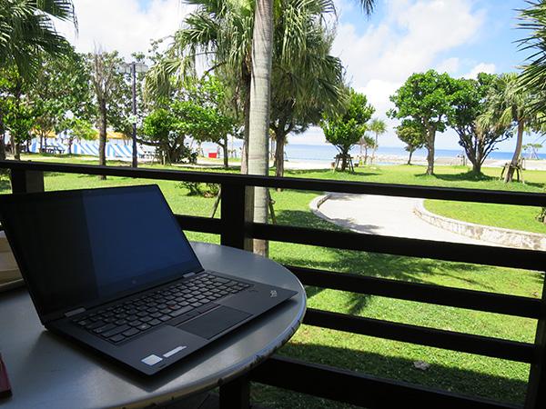 ThinkPad X1 Yogaと沖縄のピーカン青空