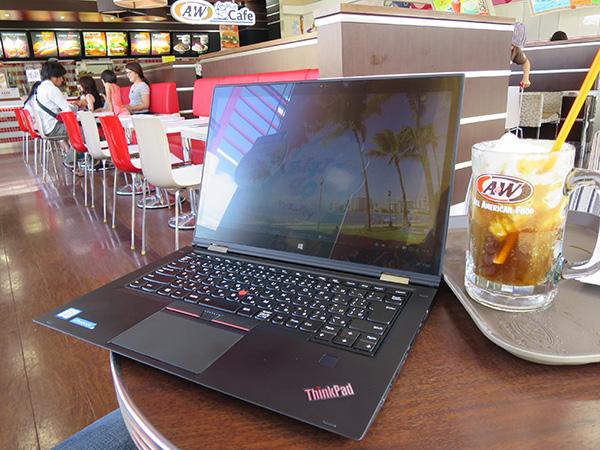 ThinkPad X1 Yoga 画面の光沢によって反射が気になるかも