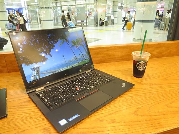 成田空港 スタバ 改札階で無料WIFI ThinkPad X1 Yogaが活躍中